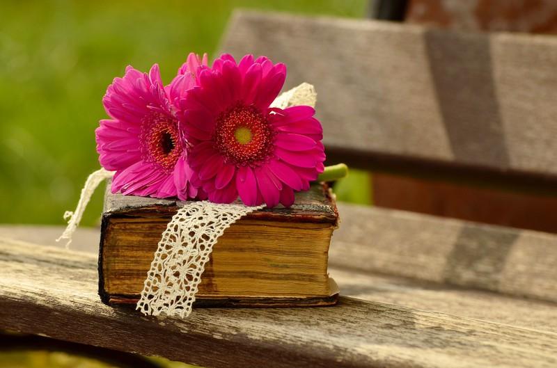 葬式費用や当面の生活費を引き出す際の必要書類